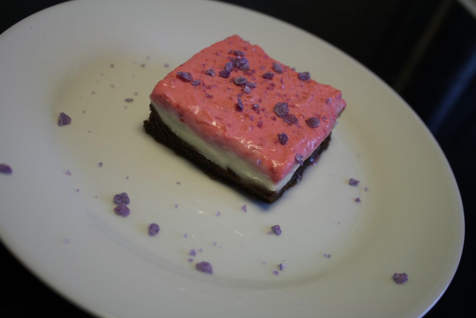 Opskrift på Cheesecake-brownie med hindbærskum
