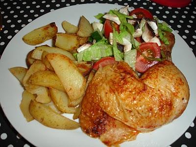 Hel kylling med kartofler og salat