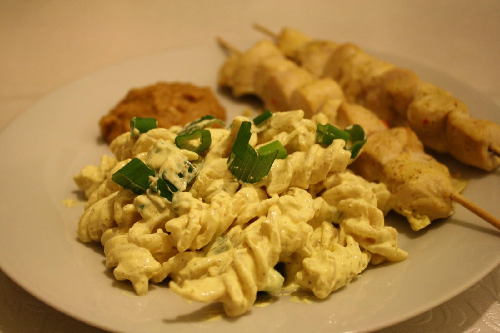 pastasalat med creme fraiche og karry