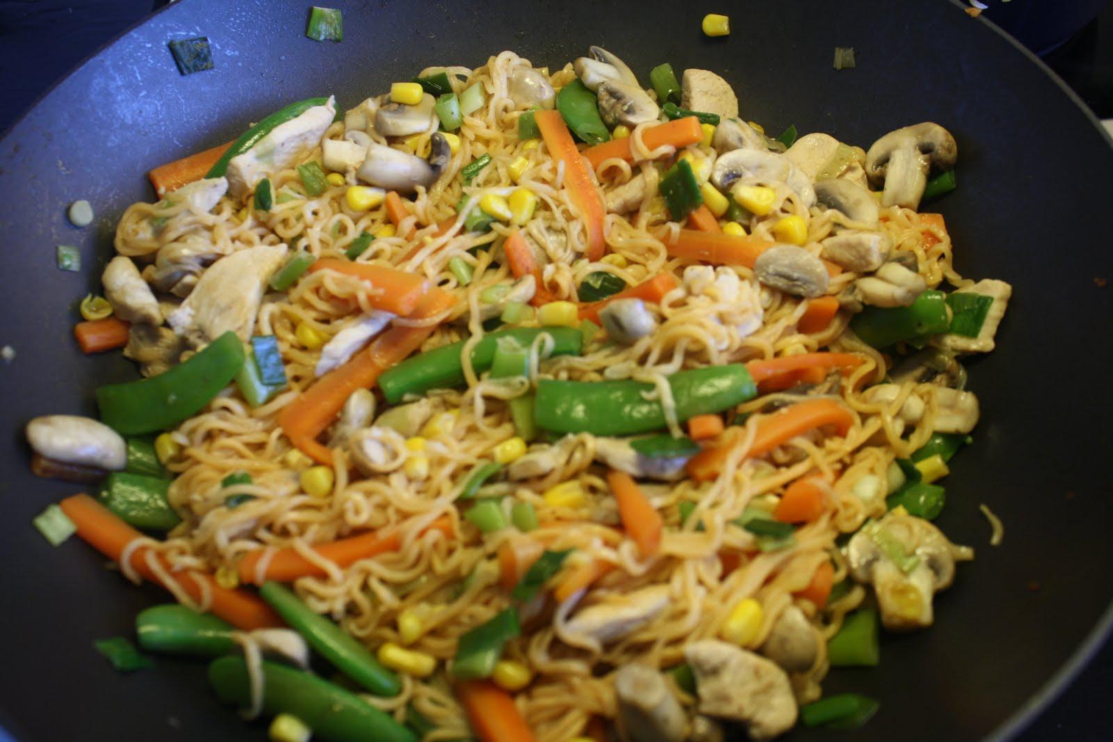 retter med kylling og grøntsager