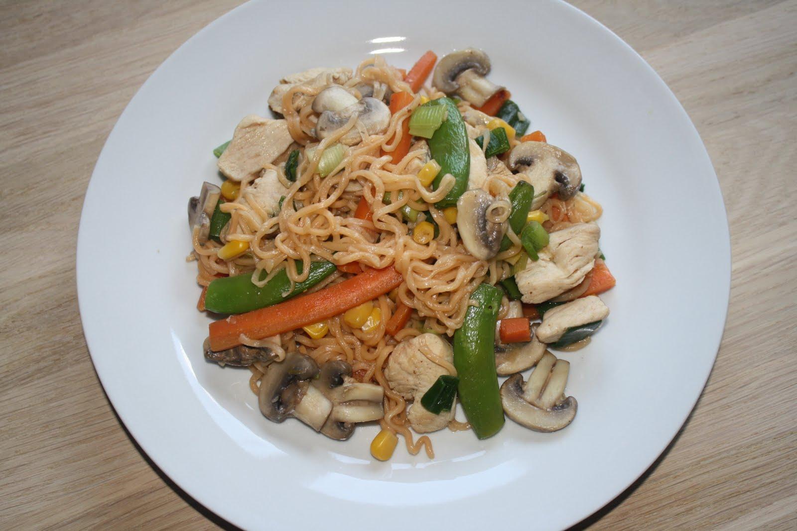 kylling i wok med grøntsager
