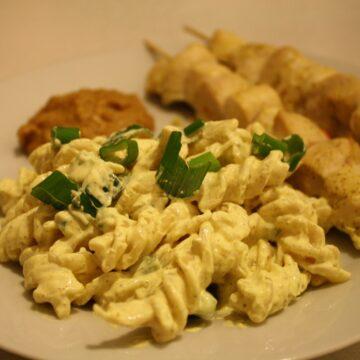 kyllingespydmedpeanutsauceogkarry pastasalat