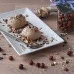 Fantastisk cremet hasselnøddeis med chokolade