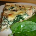 Laksetærte med spinat og champignon