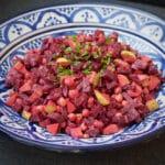 Salat med rødbede, kikærter og tahindressing