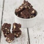 Chokolade fudge med nødder i mikroovn