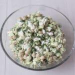Salat med kikærter, avokado og feta