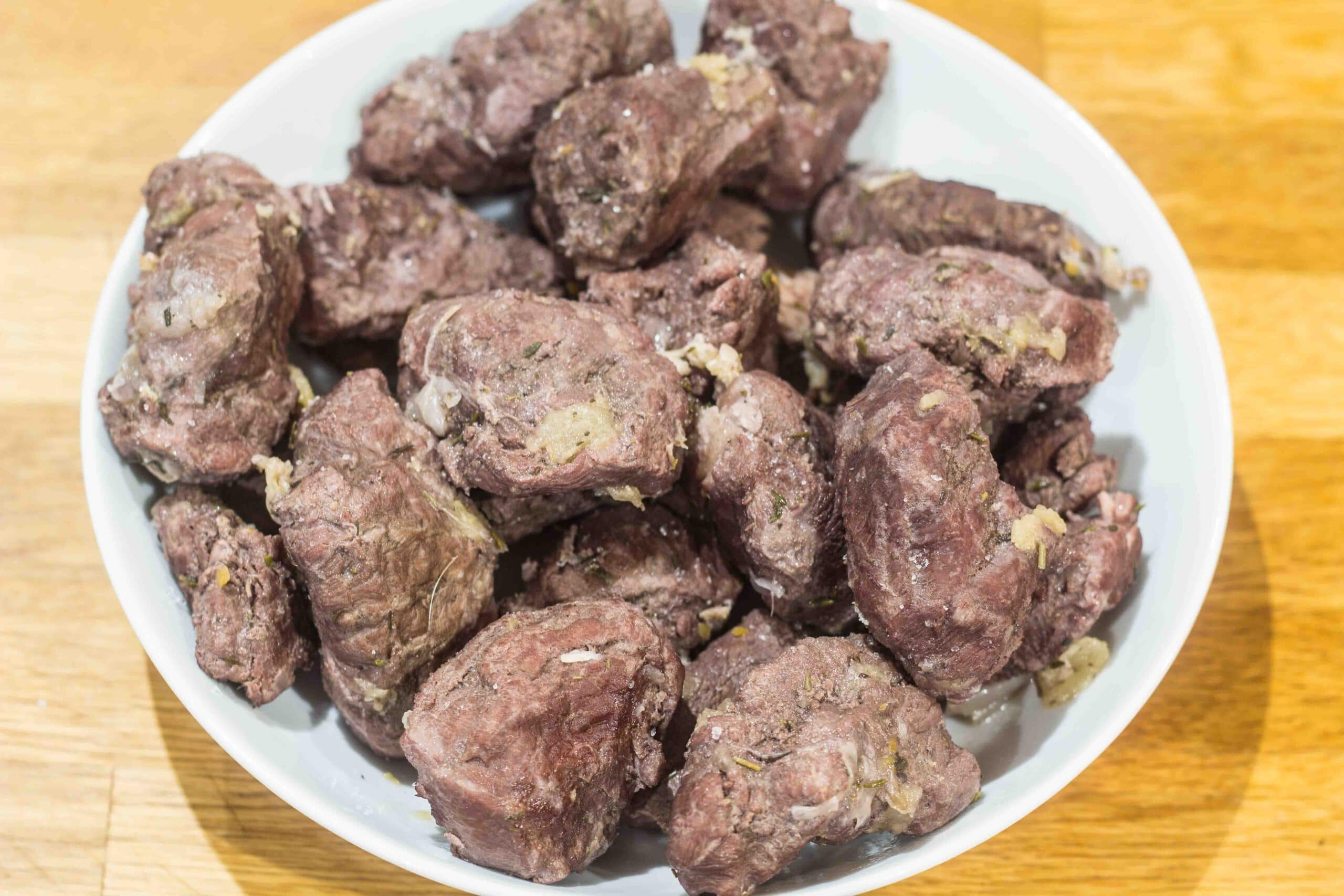 Rødvinsbraiserede svinekæber