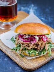 Pulled duck burger burger med confiteret and
