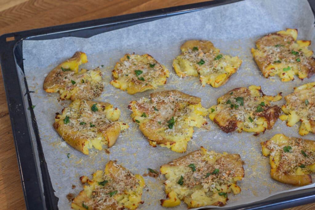 Knuste kartofler med hvidløg rosmaring og parmesan