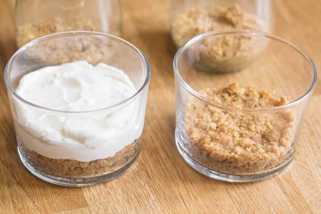 Cheesecake i glas med brombær