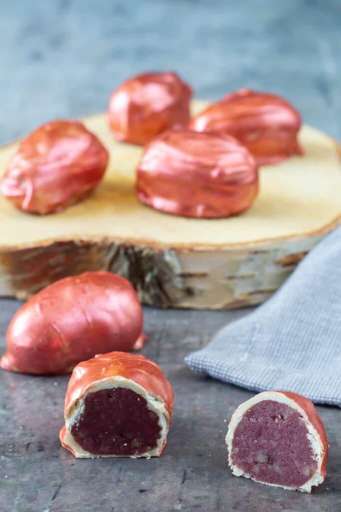 Påskeæg med solbær lakrids og hvid chokolade