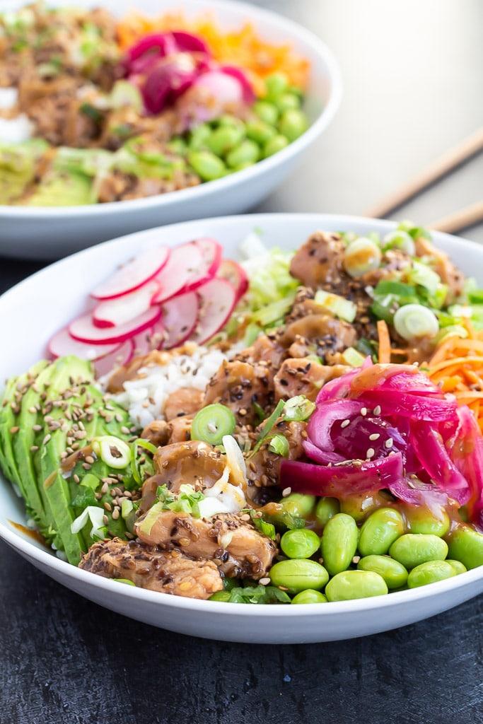Poke bowl med laks - måltidssalat