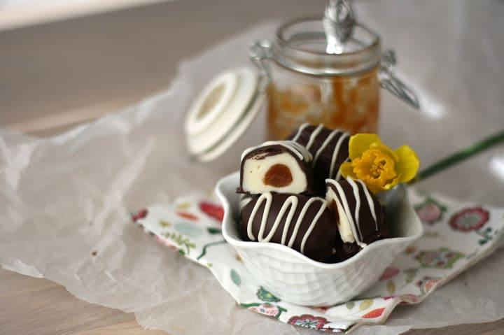 Paaskeaeg med chokolade og karamel