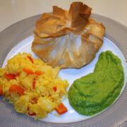 Sproede fiskepakker med ris og aertepure