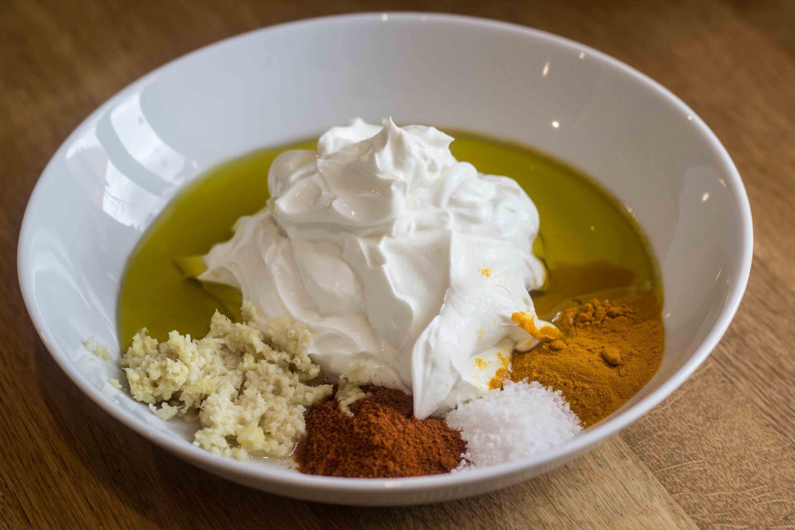 Ingredienser til yoghurtmarinade